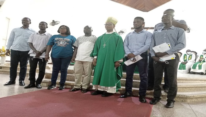 Newly elected executives with the Episcopal Co- Chair of the Youth and the Laity, General Secretary of GHANCYC Dennis Appiah Sasraku and Outgoing Executives
